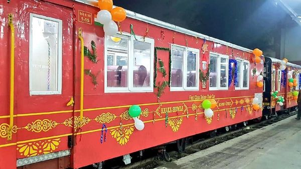 Side view of Him Darshan Express